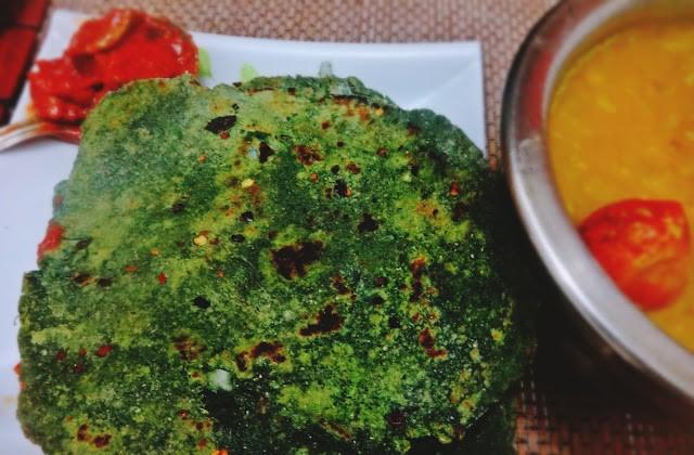 Palak paratha (Spinach flatbread)