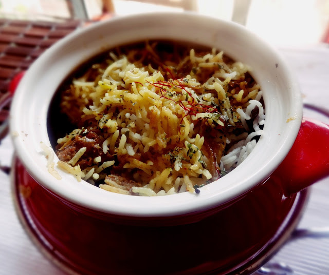 Lukhnowi chicken biriyani (with potatoes)
