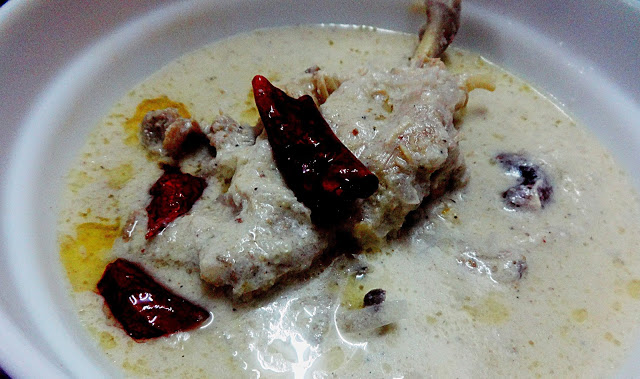Pandhara rassa(White chicken curry)