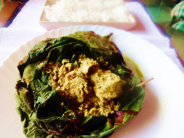 chingrir paturi(Prawns cooked wrapped in pumpkin leaves)