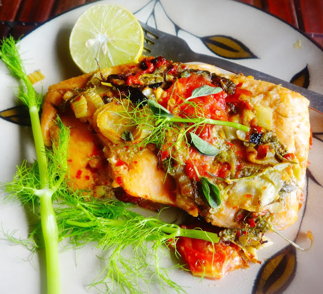 Baked salmon with roasted fennel and tomatoes