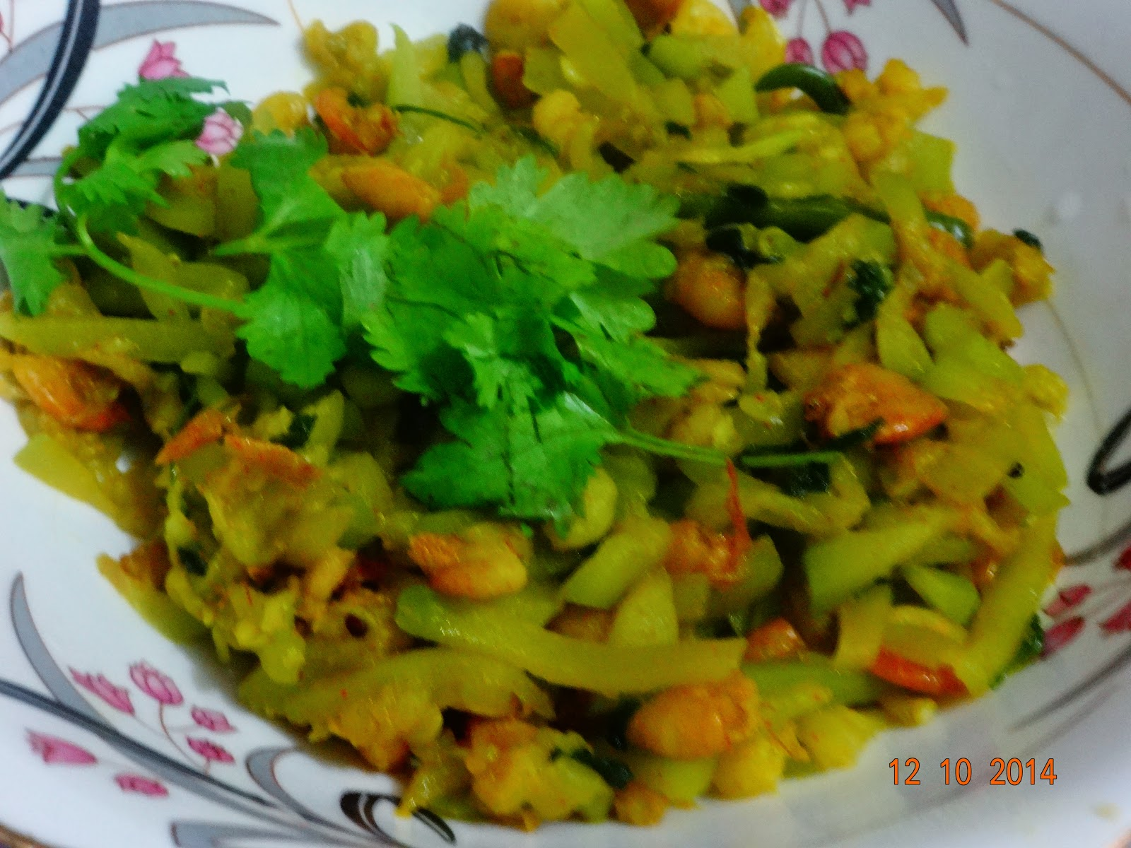 Lau chingri ( Bottle gourd with prawn)