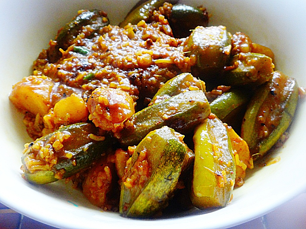 chal potol recipe |chal padwal|pointed gourds cooked in rice