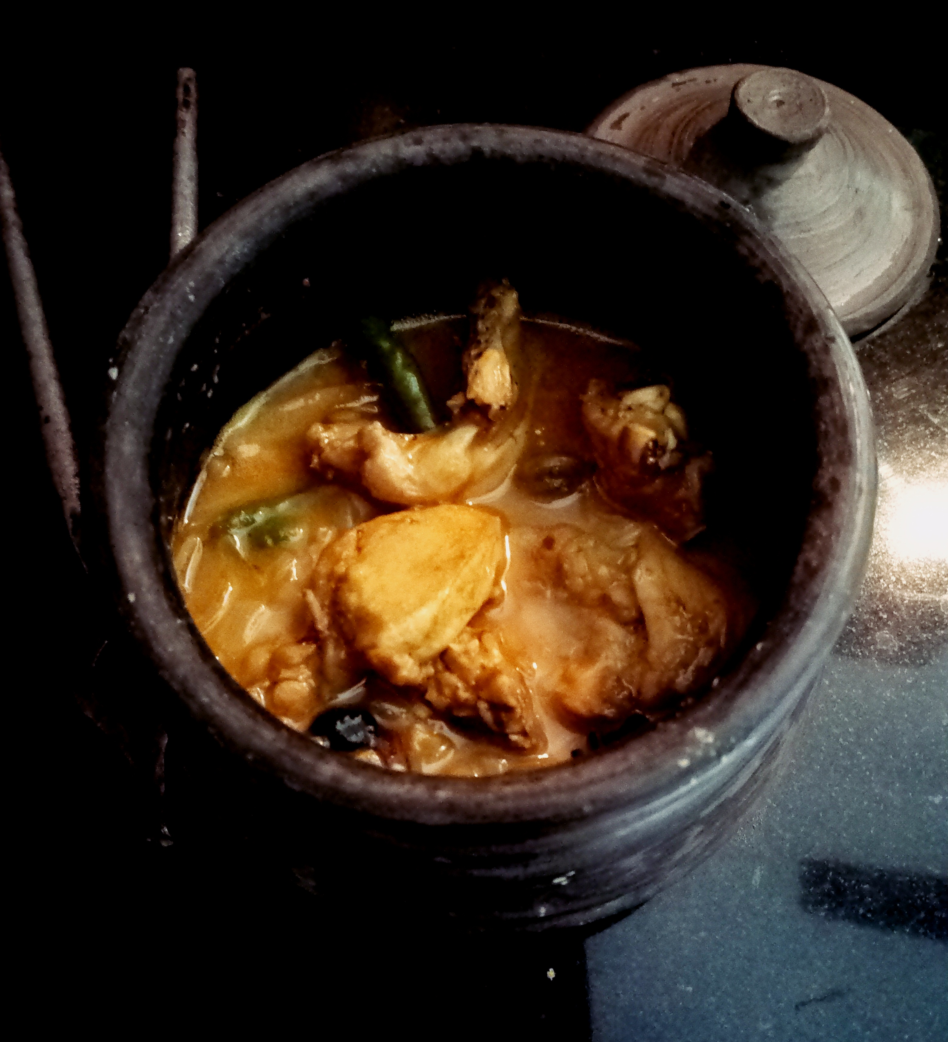 Cooking chicken in a clay pot