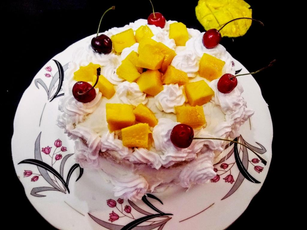 Fresh cream and Mango cake