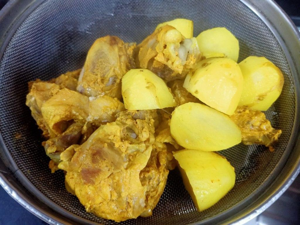 Railway chicken curry